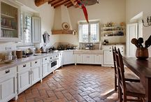 Home decor: kitchens / kitchens tailored to each type of home, in solid wood and tuscan stone. www.ghlazzerini.it