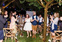Mariage - S&Y - MasdeSo / Un mariage décalé en plein coeur de la Provence.  Un lieu d'exception : le MasdeSO Une bride tatouée avec les cheveux rouges et une robe courte. Un groom rasé, barbu en short court ! Une cérémonie laique de nuit. Le tout orchestré par Mc2MonAmour et photographié par Fanny Tiara.