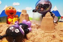 砂遊び!❤アンパンマンごっこ!おもちゃアニメ