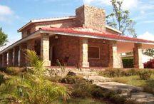 Fincas- Charco Azul / Situé dans Cayajabos , Artemisa , au sud de la province de Pinar del Río et la Sierra del Rosario , Réserve de la biosphère , seulement 57 kilomètres de La Havane . Il dispose de 10 chambres doubles avec A / C , salle de bain avec eau chaude et froide , une petite piscine , un restaurant et un service de bar . http://www.aspaces.ca/espace/fincas-charco-azul-artemisa/