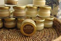 Crema facial con aceite de coco y manteca de cacao.
