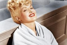 Hollywood Hair , the reigne of the Pin ups !