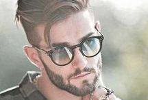 Frisur und Brille
