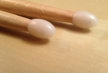 Drumsticks für Schlagzeuger/innen / Ohne Drumsticks lässt sich ein Schlagzeug nur schwer spielen. Hier werden Drum Sticks verschiedener Art angepinnt. Von normalen Sticks aus Holz bis hin zu leuchtenden LED Drumsticks und Jazz Besen.  *Auf diesem Board werden auch Pins mit Affiliate,- bzw. Provisionslinks gepostet.