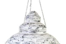 Ilumina tu hogar en metal y forja / Nuestro catálogo muestra una cuidada selección de nuestros mejores artículos en iluminación metal y forja. Desde puertas antiguas o de nueva fabricación hasta piezas singulares y únicas. En Conely queremos mostrarte hasta el más mínimo detalle.