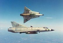 Lotnictwo / Samoloty zarówno wojskowe jak i cywilne