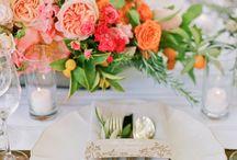 Quand les fleurs sont de la partie... / En centre de table, sur le dossier des chaises, suspendues.....elles nous font tourner la tête....