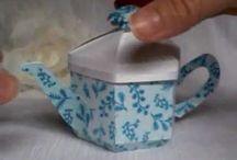 Kaffeekannen und Tassen mit Schabline