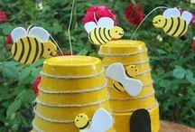 pot de terre en ruche + abeilles