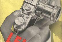 Catalogues photographiques / Page après page, appareils photo, flashes, trépieds et autres accessoires étaient exposés au regard de tous. Les catalogues photographiques sont la mémoire technique de la Photographie avec, pour certains, une couverture des plus travaillée.