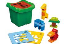 """Lego Duplo / De naam 'LEGO' is een afkorting van de twee Deense woorden """"leg godt"""", die """"speel goed"""" betekenen. http://www.kgrolf.nl/search.aspx?q=lego+duplo"""