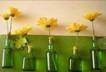 A través de una botella. / Botellas que sugieren momentos agradables con una buena compañía.