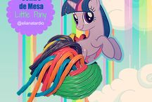 Little Pony Cumpleaños Centro de Mesa / Por menos de $5 puedes crear este centro de mesa comestible de little pony.