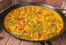 """Paellas Valencianas """"de verdad"""" / Así se hace una Paella Valenciana !!, y no las aberraciones y marranadas que la gente se atreve a publicar !!! Que aprendan !! Enhorabuena Lola !!!!! Un 10 !!  ( Hay que decir, que yo, que soy de la Ribera Baja, no cuezo el arroz al hervor sino que lo sofrío un poquito con todos los ingredientes antes de poner el caldo, que lo tengo también medido !,para que se absorban bien todos los sabores.  Pero bueno, esto depende de la zona de Valencia y las dos son perfectamente correctas !!! )."""