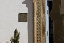 L'Heure Bleue, un style, une marque / Relais & Châteaux situé à l'entrée de la médina d'Essaouira et à proximité de la plage, plus qu'un hôtel, l'Heure Bleue Palais est une maison chargée d'histoire.