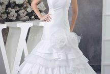 Wedding Dresses / Displays a wide range of wedding dresses