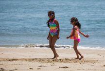 Gafas de sol para niños. / Imágenes en donde aparecen niños o niñas luciendo gafas.