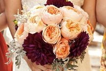 Burgundy and peach wedding flower ideas / Burgundy and peach wedding flower ideas. #fallwedding #weddingflowers #peachwedding #burgundywedding
