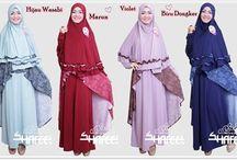 Gamis dan Blouse / Kami menjual berbagai merk gamis dan blus seperti Azka, Nuhijab, Clover Clothing, Shafeeya, Layra, Shejab, Florania, dll. Info/Order : Sms/wa : 082314246463 BB : 5367C69C Web : www.griyamuslimamanah.com