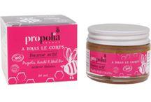 PRODUITS ✿ A bras le corps : Soins corporels / Retrouvez toutes les propriétés de la Propolis dans une gamme de produits spécialement adaptés à l'entretien de la peau et à la prévention des agressions cutanées.  #soinducorps #beauté #cosmetiques #propolia