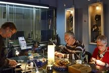 cursus edelsmeden / Een korte impressie van cursisten en de door hen gemaakte sieraden tijdens een cursus edelsmeden. Instappen elk moment mogelijk. www.marjaschilt.nl