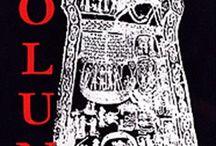 Volund / Volund är ett folkmusikdrama som handlar om den fornnordiske smeden Volund, som hämnas våldsamt och gruvligt på den avundsjuke kungen Nidad. Förlaga är kvädet om Volund ur den poetiska Eddan.  Här samlar jag bilder till dräkterna för en uppsättning på Gamleby folkhögskola.