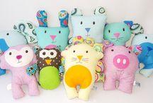 Muñecos de trapo- stuffed animals- plushies / Muñecos de trapo en 100% algodón, hechos a mano con amor y dedicación.  Encuéntralo en la tienda en Etsy, Amazon Handmade o contáctanos por Facebook (@flofyco)