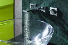 1. Wastafelkranen / De technische snufjes op kranengebied zijn talrijk. Om over de keuze in design en vorm nog maar te zwijgen.