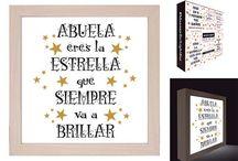 Cajas de luz para regalar a quien quieras. / Cajas de luz originales con un mensaje, perfectas para regalar. El tamaño es de 21x21 cm, con marco en madera y mensaje en color negro con estrellas doradas. Podrás colocarlo encima de una mesa o una estantería, y esa persona a la que se lo has regalado se acordará siempre de ti. En Decocuit, tu tienda de regalos originales para chicos y chicas y decoración en Burgos encontrarás infinidad de ideas para regalar. Te sorprenderemos!