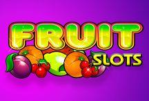 Fruit Slots / Niente è più tipico delle slot alla frutta, e il Casinò Online Voglia di Vincere, tra le altre, propone Fruit Slots. Questo gioco classico permette di puntare fino a 3 monete per giro e vincerne 2.500 se si ottiene una combinazione di 3 simboli con il logo della slot. La grafica fresca rende il gioco ancora più frizzante.