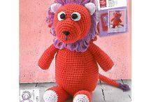 Kit animal en crochet Lion / Un Lion à crocheter étape par étape à l'aide des instructions illustrées. Même les débutants au crochet deviennent des artistes du fil en un tour de main.
