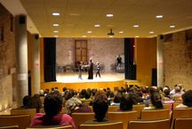 """Teatro: ¡Qué vuelven los Húngaros! / """"Qué vuelven los húngaros"""" es una compañía de teatro formada por profesores y alumnos de un instituto bilingüe de Miskolc (Hungría)"""