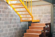 Escadas, degraus, caracóis