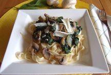 Pasta Rezepte / Pasta erinnert an Italien und Urlaub! Mit der richtigen Sauce schmeckt Pasta immer anders und wird nie langweilig. Nudeln machen glücklich!
