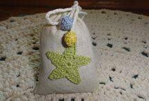 Ciampi - Saculeti cu flori de lavanda / Saculeti cu lavanda cu accesorii cusute sau crosetate de mana.