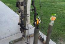 Traditional archery making arrows / Traditioneel boogschieten