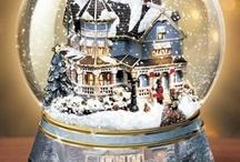 Schneekugeln, Dekofiguren und Spieluhren