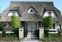 Rieten kap woningen / Een rieten dak, behaaglijk-intiem en stijlvol-mondain - Meer over onze bouwstijlen op http://www.z-wonen.nl/bouwstijlen