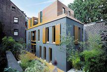 Kleine Häuser auf schmalen Grundstücken