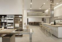 Cucine / Spazio360Firenze rappresenta un importante punto di riferimento nel settore cucina, proponendo una vasta gamma di soluzioni selezionate tra le più prestigiose aziende del settore.