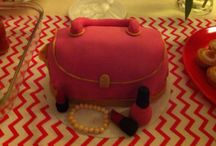 My little sister pink bag cake / Raspberry  and strawberry cake filling with a mascarpone cherry frosting