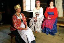 Suomalaisia muinaisia ja nykyisiä kansallispukuja