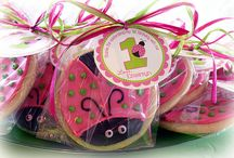 Cakes & Cake Pops / by Betty Hendricks