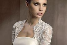 Accesorios: Chaquetas / Las chaquetas son un complemento fundamental para el look nupcial de las novias de entretiempo