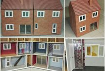 Fabriquer une maison de poupée Barbie en bois / Comment fabriquer une maison de poupée Barbie en bois sur roulettes qui s'ouvre en 2 parties avec fenêtres et portes qui s'ouvrent, escalier, éclairage à LED...