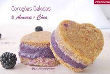 Corações Gelados de Amora e Côco / Sobremesa vegan, sem açúcar, sem glúten, sem óleo e sem soja. Feita com os Moldes para Sanduiches de Gelado Bambini. http://www.tescoma.pt/tescoma-para-criancas/acessorios-de-mesa-para-criancas/bambini/668234-molde-p/-sanduiches-de-gelado-bambini-3-pcs