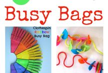 Busy Bags / Fun and educational busy bags and activities for toddlers and preschoolers. Quiet time activities. Develop fine motor skills.