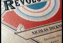 Révolutions / Le calendrier révolutionnaire utilisé de 1793 à 1806 semble procéder à la fois de l'herbier, du bestiaire et de l'encyclopédie. Deux siècles plus tard, une paire de citoyens curieux, Dominique Fortier et Nicolas Dicknerle le revisitent. Truffé de petites et de grandes révélations, Révolutions est une entreprise littéraire sans précédent qui décapite joyeusement les idées reçues.  En librairie le 16 septembre | 978-2-89694-195-7 | 32,95$ et 19,99$ (ePub et PDF)