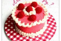 Crocheted cakes ?
