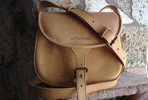 La borsa di Tolfa: la Catana / ...un oggetto unico, avvolto dal fascino della storia che ha vissuto, una realizzazione eseguita secondo le antiche tecniche di produzione artigianale